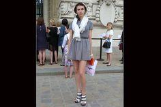 [París] Los vestiditos cortos, a la orden del día; con tacos, son ideales para la noche. Foto:Agustina Garay Schang