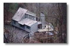 Gatlinburg, TN: Like stepping onto a cloud. High above the city, this four bedroom will allow for a great vacation with lovely decor and fun amenities. Last house on ...