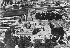 luchtfoto van de oude diergaarde van voor de bomberdement zo als hij was en de omgeving, zo zie je op voorgrond de oude diergaarde, station delftse poort , stationsplein, en niets herinert daar aan als je nu daar komt, wat ik wel heb gehoort dat is...