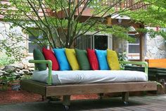 DIY Pallet Day Bed. See the tutorial