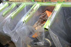 17 – Das sind die verwertbaren Schuhe. Sie werden in speziellen Plastiksäcken einsortiert...