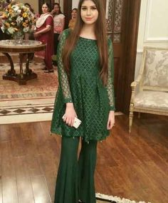 Everybody wants to look beautiful and charming.Here in this article, we will tell you party wear dresses for girls. Pakistani Frocks, Simple Pakistani Dresses, Pakistani Wedding Outfits, Pakistani Dress Design, Stylish Dresses For Girls, Stylish Dress Designs, Girls Dresses, Net Dresses, Frock Fashion