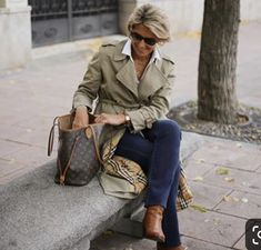 Best Outfits For Women Over 50 - Fashion Trends Fashion Over Fifty, Over 50 Womens Fashion, Fashion Over 50, Stylish Clothes For Women, Stylish Outfits, Fashion Outfits, Fashion Trends, Classy Clothes, 50 Style