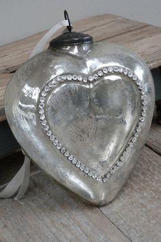 mooi zilveren hart bv aan spiegel hangen