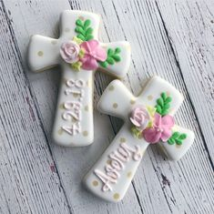 Beautiful Cookie Art Cross Cookies, Fancy Cookies, How To Make Cookies, Cookies And Cream, Sugar Cookie Royal Icing, Cupcake Icing, Cupcake Cookies, Sugar Cookies, First Holy Communion Cake