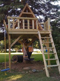 How To Build A Treehouse ? This Tree House Design Ideas For Adult and Kids, Simple and easy. can also be used as a place (to live in), Amazing Tiny treehouse kids, Architecture Modern Luxury treehouse interior cozy Backyard Small treehouse masters Backyard Playground, Backyard For Kids, Backyard Projects, Outdoor Projects, Backyard Fort, Backyard Treehouse, Tree House Playground, Cozy Backyard, Splash Pad