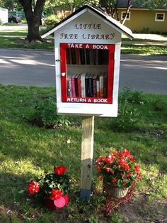 This little cute library was spotted in the city of Lawrence, Kansas