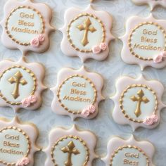 Personalized Baptismal cookies. #crosscookies #baptismalcookies #christeningcookies #decoratedsugarcookies #torontodecoratedcookies #thesweetesttiers #torontobakery #edibleart #royalicingcookies