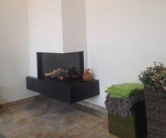 Arnhem - Er is gekozen voor een strakke en moderne opstelling voor de Dru Lugo 80/2 bij de familie Jansen uit #Arnhem. Door het zwevende natuurstenen plateau en de strak afwerkte ombouw is de #Dru Lugo 80/2 een echte opvallende verschijning in deze woonkamer. #Kampen #Fireplace #Fireplaces #Interieur