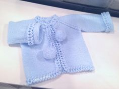 Lidy Dulce bebé. : Tutorial de la chaqueta azul con el borde a ganchillo. Bebe Baby, Layette, Sewing Basics, Baby Dress, Knitted Baby Outfits, Knitted Baby Cardigan, Knit Baby Sweaters, Knitting For Kids, Baby Knitting Patterns