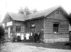 Магазин в Верхних Никулясах. 1930-е г. Finland, Cabin, House Styles, Home, Decor, Pictures, Decoration, Cabins, Ad Home