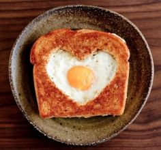 Healthy Valentine's Day Food Ideas - Valentine's Day Egg in a Basket I Love Food, Good Food, Yummy Food, Awesome Food, Romantic Breakfast, Breakfast Ideas, Sweet Breakfast, Perfect Breakfast, Breakfast Toast