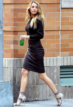 Keeping hydrated: Blake sipped on a bottle of water in between being shot by Patrick Demarchelier She may no longer be on our screens as the feisty Serena van der Woodson in Gossip Girl, but Blake Lively is still setting temperatures soaring. Mode Blake Lively, Blake Lively Style, Blake Lively Body, Celebrity Gallery, Celebrity Style, Black Lively, Foto Glamour, Talons Sexy, Patrick Demarchelier