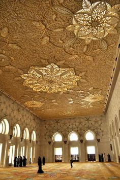 Abu Dhabi, United Arab Emirates Ceiling of Grand Mosque Stunning architecture… Islamic Architecture, Beautiful Architecture, Beautiful Buildings, Art And Architecture, Architecture Details, Installation Architecture, Beautiful Mosques, Beautiful Places, Amazing Places