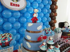 Snoopy Birthday Party Cake and Cupcakes. Bolo Snoopy, Snoopy Cake, Snoopy Birthday, Snoopy Party, Charlie Brown Christmas, Charlie Brown And Snoopy, Snoopy E Woodstock, Peanut Cake, Baby Dedication
