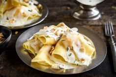 Make ravioli with wonton wrappers for this roasted butternut squash and Parmesan filling drizzled with white-wine cream sauce and topped with hazelnuts. Homemade Ravioli, Ravioli Recipe, Pear Ravioli, Sauce Recipes, Pasta Recipes, Cooking Recipes, Pasta Sauces, Entree Recipes, Fall Recipes