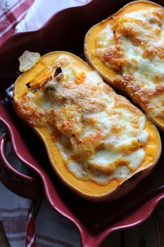 Courge Butternut farcie aux châtaignes et Tome fraîche A seasonal, gourmet and comforting dish with only 3 ingredients. Batch Cooking, Cooking Time, Cooking Recipes, Dessert Party, Fall Recipes, Easy Dinner Recipes, Eat Better, Food Porn, Butternut Squash