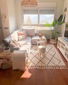 Cozy Living Rooms, Home Living Room, Living Room Decor, Bedroom Decor, Small Apartment Living, Living Room Inspiration, Home Decor Inspiration, Decor Ideas, Design Inspiration