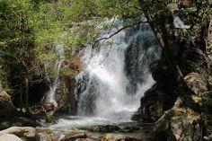 Cascada en Garganta de las Nogaledas, municipio de Navaconcejo. Valle del Jerte.