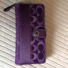 Tripboba : travel site for tourist with limited English Coach Wallet, Coach Purses, Lady, Coach Purse, Coach Handbags