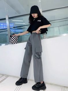 Korean Girl Fashion, Ulzzang Fashion, Kpop Fashion Outfits, Korean Outfits, Retro Outfits, Asian Fashion, Casual Hijab Outfit, Cute Casual Outfits, Stylish Outfits