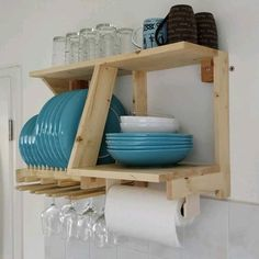 plate racks Plate Rack and Kitchen Storage Board Pallet Furniture Designs, Wood Furniture, Furniture Buyers, Kitchen Furniture, Pallet Storage, Storage Ideas, Diy Pallet, Craft Storage, Food Storage