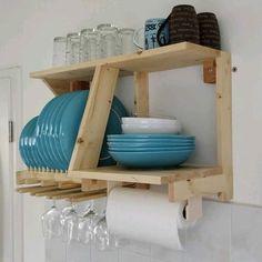 plate racks Plate Rack and Kitchen Storage Board Pallet Furniture Designs, Wood Furniture, Furniture Buyers, Kitchen Wall Storage, Kitchen Decor, Space Kitchen, Kitchen Wood, Pallet Storage, Storage Ideas