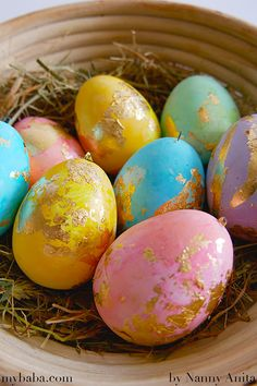 Gold foil Easter Eggs are not only beautiful to look at but very simple to make as well. They are so simple in fact that it makes a great craft for children to do over the Easter holidays. Easter Crafts, Crafts For Kids, Easter Holidays, Gold Foil, Colouring, Easter Eggs, Envy, Craft Ideas, Simple