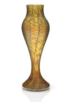 A Tiffany Studios Favrile glass vase circa 1894 Tiffany Art, Tiffany Glass, Tiffany And Co, Louis Comfort Tiffany, Flower Frog, Flower Vases, Art Decor, Art Nouveau, Glass Art