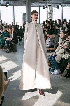 Delpozo's Fall Collection Is A Lesson In Pretty Abaya Fashion, Muslim Fashion, 70s Fashion, White Fashion, Modest Fashion, Runway Fashion, Korean Fashion, Fashion Show, Fashion Dresses
