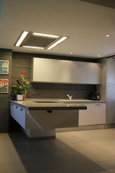 #diseño de cocinas Diseño de cocinas en Ciempozuelos canal Cocina Oriental Soria (tetris) gris y blanco encimera silestone gris regruesada #ciempozuelos #madrid