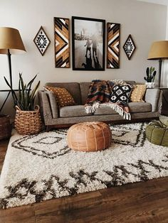 decorating your Living room walls with decor # Home Decor bohemian Living Room Wall Decor Boho Living Room, Small Living Rooms, Living Room Designs, Living Room Decor, Bohemian Living, Modern Living, Bohemian Style, Tiny Living, Modern Bohemian