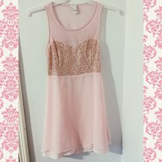 Forever 21 Light Pink Chiffon Dress Have only worn once to a Christmas party. Perfect condition. All gold sparkles are in tact and no other snagging or damage. Very comfy and is a size large but I am a medium. Comment for any more questions! Forever 21 Dresses Midi
