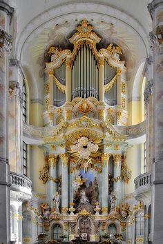 The Dresden Frauenkirche is a Lutheran church in Dresden, the capital of the German state of Saxony Baroque Architecture, Beautiful Architecture, Architecture Design, Villa Am Meer, Plafond Staff, Church Of Our Lady, Princess Aesthetic, Computer Wallpaper, Sacred Art