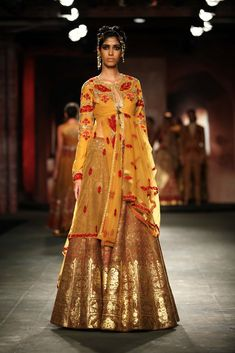 Anju Modi lehenga at Delhi couture week 2014