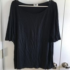 Flutter sleeve top Flutter sleeve black top. Very comfortable, great condition. Tops Tees - Short Sleeve