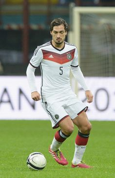 Mats Hummels scored the winner as Germany beat France to qualify for the 2014 World Cup semi-final. http://worldsoccerdrills.com