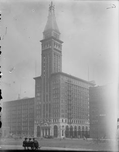 A view of the Montgomery Ward & Company headquarters at 6 North Michigan Avenue, Chicago, September 19, 1903. The three men are sitting in what is now Millennium Park.