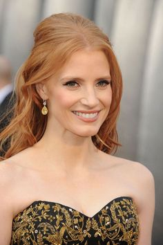 2012 Oscars - #JessicaChastain soft hair, gold shadows, tawny liner, nude lips and illuminated skin was one of our favorite looks of the night #celebstyle