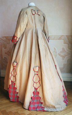 Ecru linen robe home. 1865