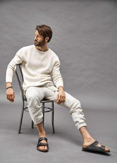 Mode Masculine, Stylish Men, Men Casual, Casual Styles, Stylish Clothes, Birkenstock Men, Photography Poses For Men, Hair Photography, Casual Outfits