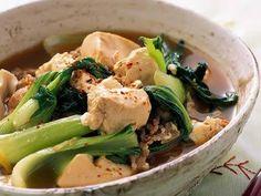 枝元 なほみさんの豆腐を使った「青菜たっぷり肉豆腐」のレシピページです。栄養も味もごりっぱな、心がほっとする一品です!しょうががきいていてご飯にもぴったりですよ。 材料: 豆腐、豚肉、チンゲンサイ、しょうが、だし、七味とうがらし、しょうゆ、みりん