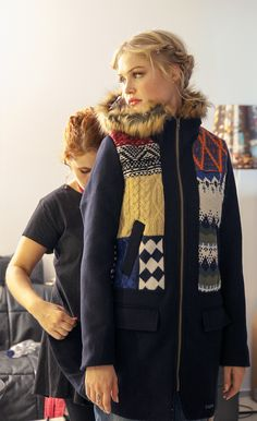 This coat features tricot patches with different patterns. Geometric drawings, tribal prints and cable knit details create this wonderful coat, which our model, Camilla Christiansen, really loved. Taking into account she´s from Copenhaguen, she´s an expert when it comes to coats, so we really respect her opinions on the matter.