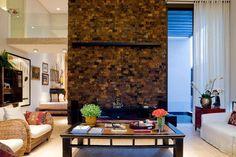 Pedra Ferro para revestimento de muros e fachadas, lareiras, churrasqueiras, lavabos, salas, escadas, disponível em outros tamanhos.