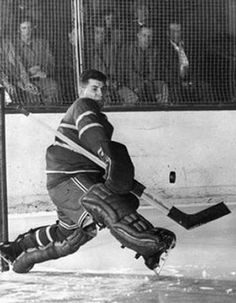 Historical Pictures of the Montreal Canadiens Hockey Goalie, Hockey Teams, Hockey Players, Ice Hockey, Montreal Canadiens, Nhl, Canada Images, Stanley Cup Finals, Montreal Ville