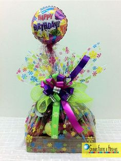 Ancheta Frutal Candy Bouquet, Balloon Bouquet, Birthday Candy, Birthday Gifts, Xmas Gifts, Diy Gifts, Best Gift Baskets, Mothers Day Decor, Gift Hampers