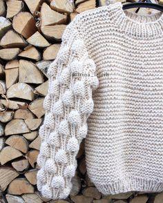 ❣️продан❣️Отличный деревенский фотофон Новый #свитермалинки_irinaleirih цвета сгущёнки или крем-брюле для сластёны Малина #вналичии в размере #onesize из нежнейшей альпаки и такой тёплой☃️ Для покупки писать в Вибер/ва/Директ #вязаныйсвитер #свитермалинки_irinaleirih #knitting #knitwear #irinaleirih #saintpetersburg #instadaily #fashionknit #instaknit #yarn #alpaca #musthave #lookbook #shopping #best_knitters #like4like #вяжутнетолькобабушки #ручнаяработа #авторскаяработа #свитер #...