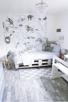 recycled, re-purposed, total white, pallets, living room
