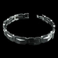 Pulseira tungstein com elos pretos. O tungstein é um metal mais duro que o aço, não risca e é antialérgico.