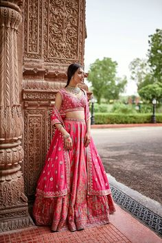 All Indian Bride used to very excited about there wedding shopping. When its come to Bridal lehenga bride used to visit the market, brand and online to Designer Bridal Lehenga, Indian Bridal Lehenga, Indian Bridal Outfits, Indian Bridal Wear, Indian Fashion Dresses, Designer Wedding Dresses, Bridal Dresses, Indian Wear, India Fashion